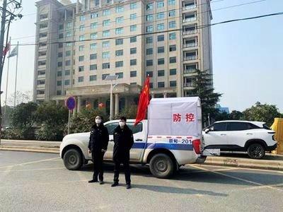 上海市静安区:志愿者24小时待命 主动运送发热病人