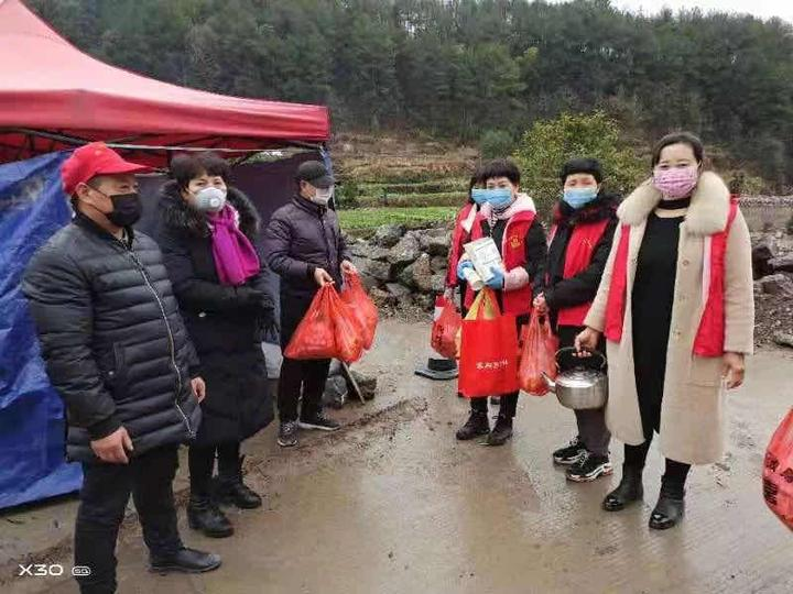 """重庆240万巾帼志愿者的战""""疫""""身影"""
