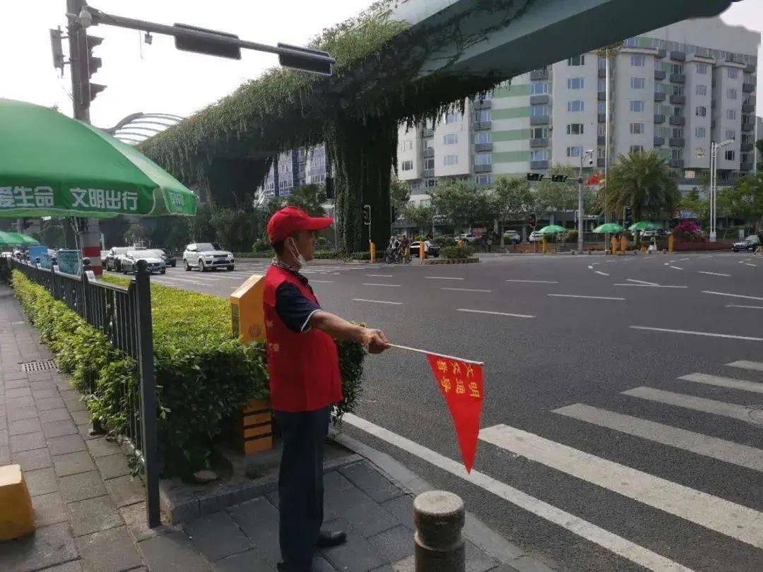 """广东:""""红马甲""""让大街小巷""""靓""""起来"""