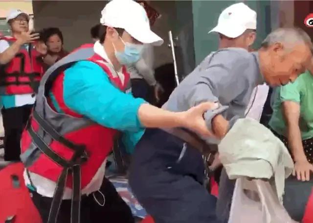 王一博:去河南郑州前线参与救援,社会责任感和职业赋能最大化。